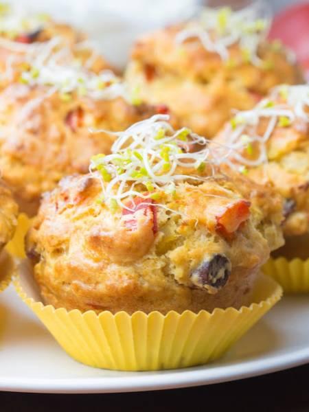 Wytrawne muffinki / babeczki z szynką, oliwkami i papryką