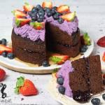 Daktylowe ciasto z kremem jagodowym (bez glutenu i białego cukru)