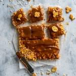 Słodko-słone ciasto bez pieczenia | Ciasto z kajmaku i słonych krakersów