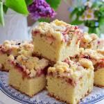 Ciasto z rabarbarem, malinami i maślaną kruszonką