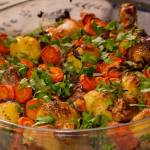 Młode ziemniaki zapiekane z kurczakiem