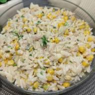 Pyszna sałatka z tuńczykiem - potrzebujesz tylko kilku składników