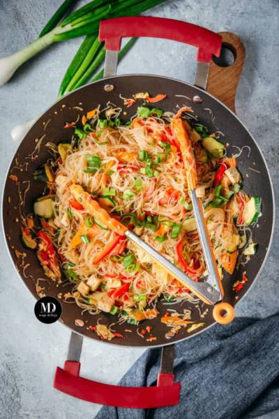 Stir fry – Makaron z papryką, marchewką i tofu