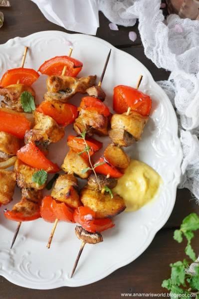 Szaszłyki z piersi kurczaka w marynacie miodowo-musztardowej