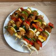 Szaszłyki z kurczakiem i warzywami. Idealne na grilla