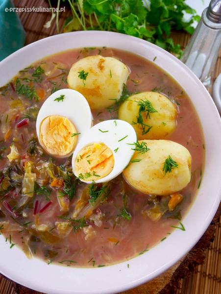 Botwinka z młodą kapustą – przepis na pyszną zupę z botwiny