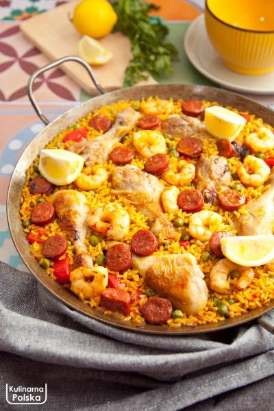 Hiszpańska paella. Cała patelnia pysznego jedzenia. Jak zrobić paellę? PRZEPIS