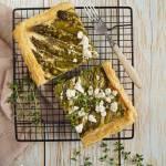 Szybka tarta ze szparagami i kozim serem