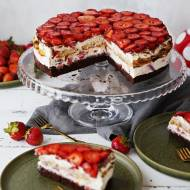 Proste ciasto torcik tiramisu z truskawkami