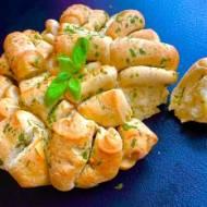Odrywany chlebek ziołowy – świetny do grilla