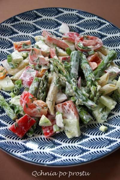 Sałatka makaronowo warzywna ze szparagami
