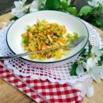 Surówka z kapusty z marchewką i słonecznikiem