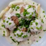 Austria - Knedle grysikowe z sosem z białych szparagów