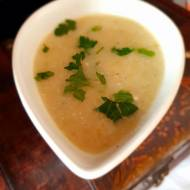 Zupa detoksykująca z białych warzyw