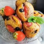 Muffiny z truskawkami i borówkami