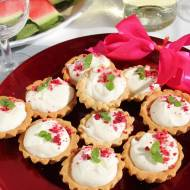Imprezowe babeczki z kremem z twarogu i białej czekolady