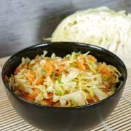 Surówka obiadowa z białej kapusty