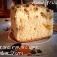 Ucierane, maślane ciasto z rabarbarem