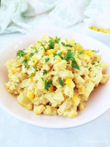 Sałatka ziemniaczana z curry i kukurydzą