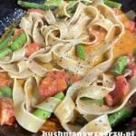 Makaron ze szparagami i pomidorem  – lunch, szybki przepis