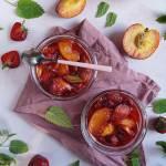 Szybki dżem z brzoskwiń, rabarbaru i truskawek