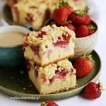Mega łatwe ciasto jogurtowe z truskawkami i kruszonką