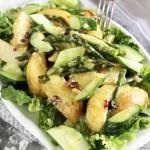 Sałatka z młodych ziemniaków ze szparagami i zielonym ogórkiem (na ciepło, obiadowa)