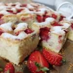 Ciasto ucierane z truskawkami.