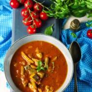 Zupa pomidorowa z warzywami i kurczakiem