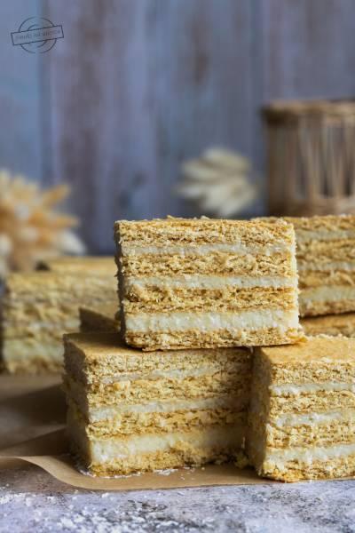 Ciasto miodowe z masą grysikowo-kokosową