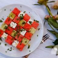 Letnia sałatka z arbuzem, fetą i ogórkiem