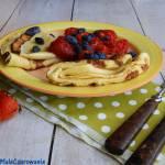 Delikatne naleśniki z owocami