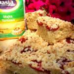 Szybkie i proste ciasto piknikowe z truskawkami i kokosową kruszonką