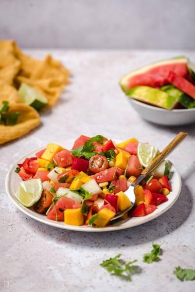 Sałatka z arbuzem i mango idealna na grilla