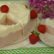 Tort lodowy truskawkowo-śmietankowy