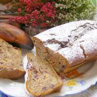 pyszne ucierane ciasto  z brązowych bananów,śliwkami...