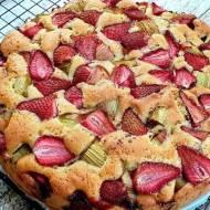Ekspresowe ciasto z rabarbarem i truskawkami