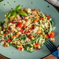 Letni makaron z surowymi warzywami (tagliolini estivi)