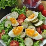 Sałatka z jajkiem i ogórkiem małosolnym