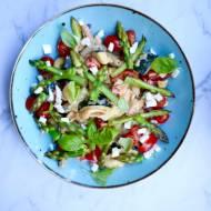Szybki makaron ze szparagami, pesto i cukinią