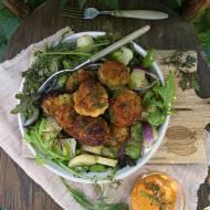 Rybne pulpety z sałatką z ziemniaków i bobu