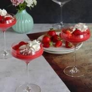Deser lodowy z truskawkowym musem