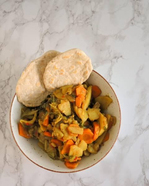Etiopska potrawka z kapustą, ziemniakami i marchewką