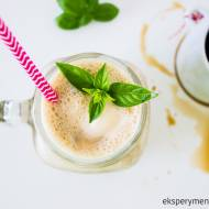 Domowa kawa mrożona z mlekiem kokosowym i bananem