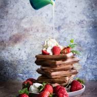 Gofry kakaowe z truskawkami