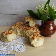 Portugalskie bułeczki drożdżowe z rabarbarem i truskawkami czyli Chleb Boga