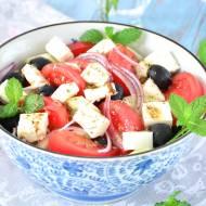 Przepis na sałatkę grecką z greckim sosem sałatkowym