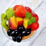 Deser z serkiem mascarpone, biszkoptami i owocami + film