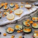 Łosoś jurajski pieczony z cukinią i marchewką