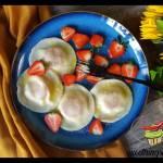 Pierogi z kozim serem i truskawkami